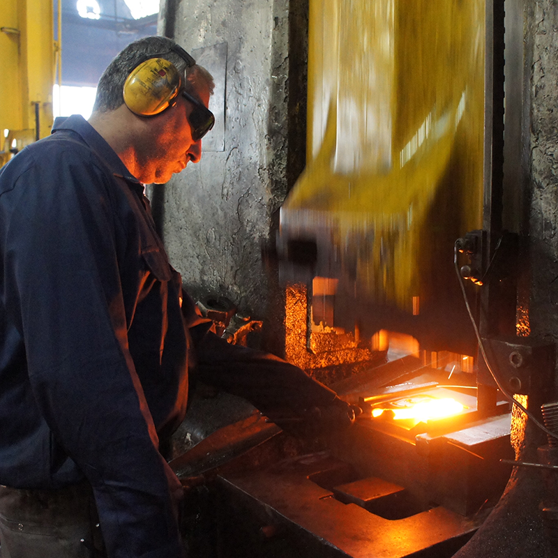 forge-hammer-hand-forging-FORGINAL-industrie